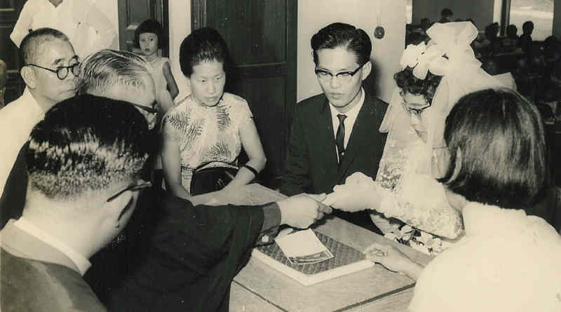 San's Parents Sing's Mother signing